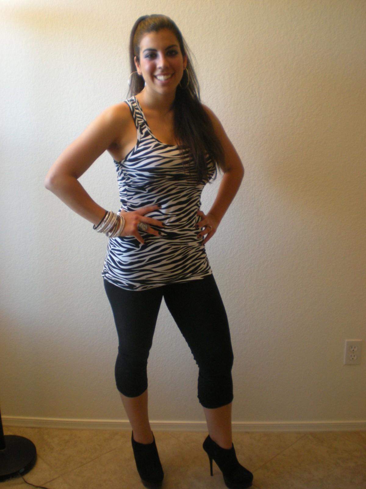 LittlestMartha dressed a Zebra for a Safari-themed pub crawl